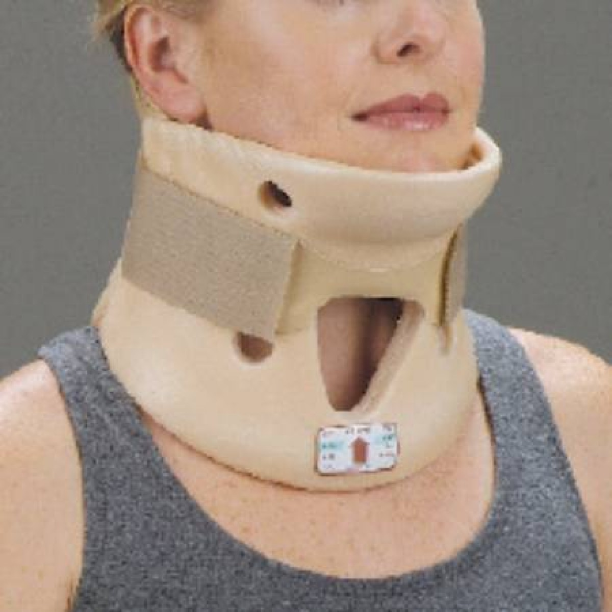 how to put on a cervical collar